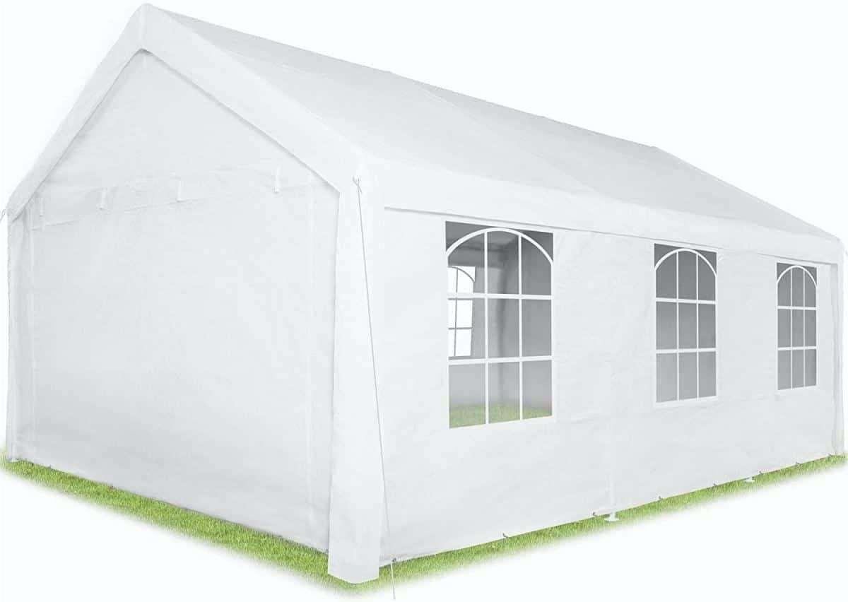 Metti una tenda nel tuo giardino e goditi l'inverno