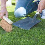 como limpiar el cesped artificial