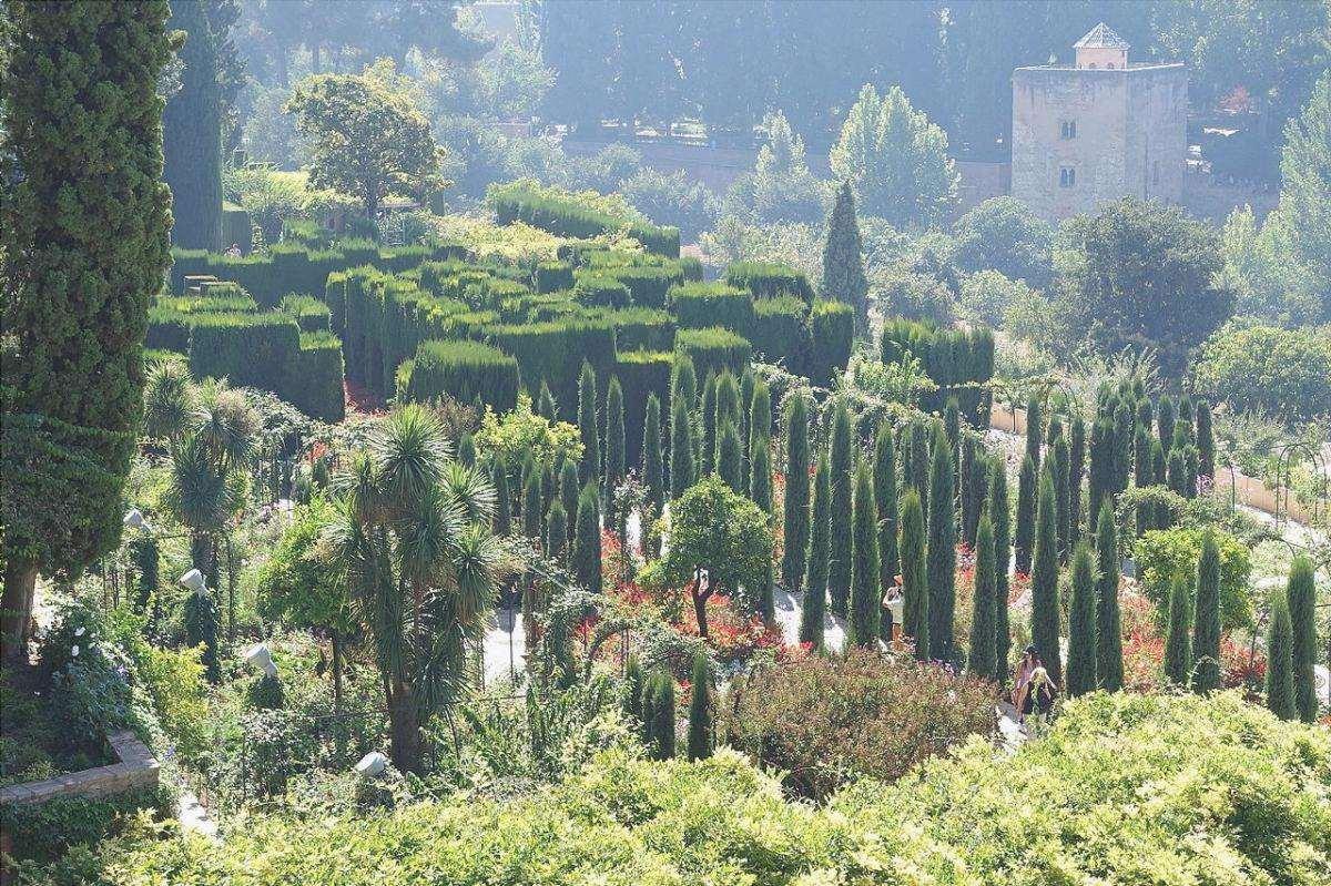 Il Generalife è un giardino situato a Granada.