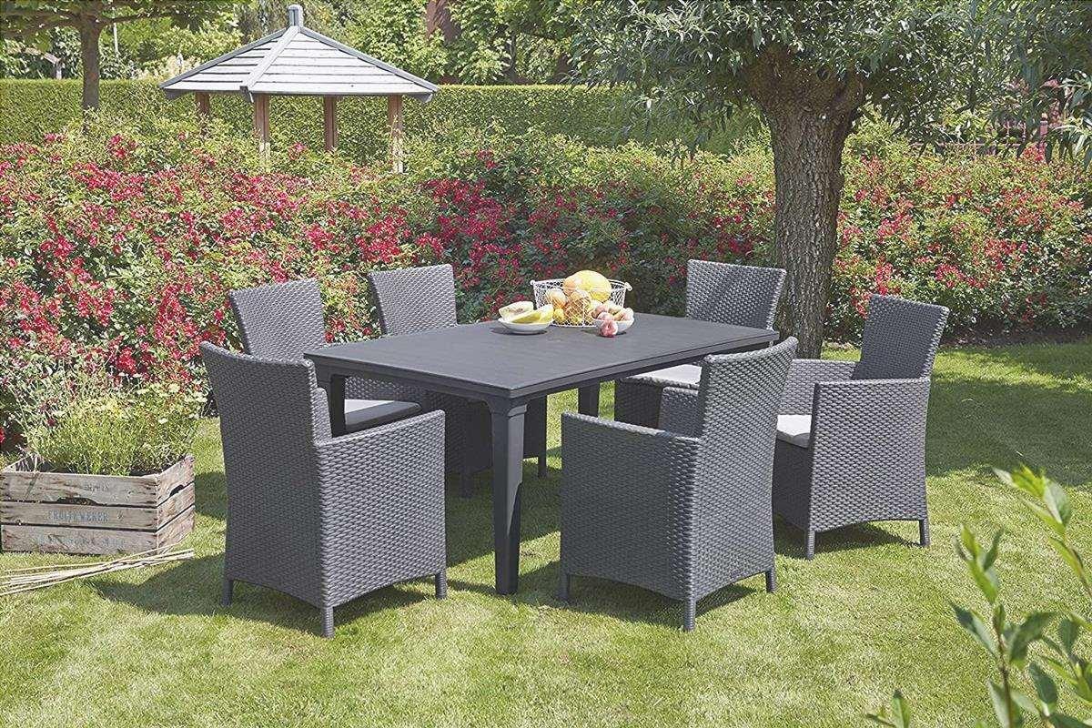 Le sedie da giardino devono essere fatte di un materiale che possa resistere agli elementi.
