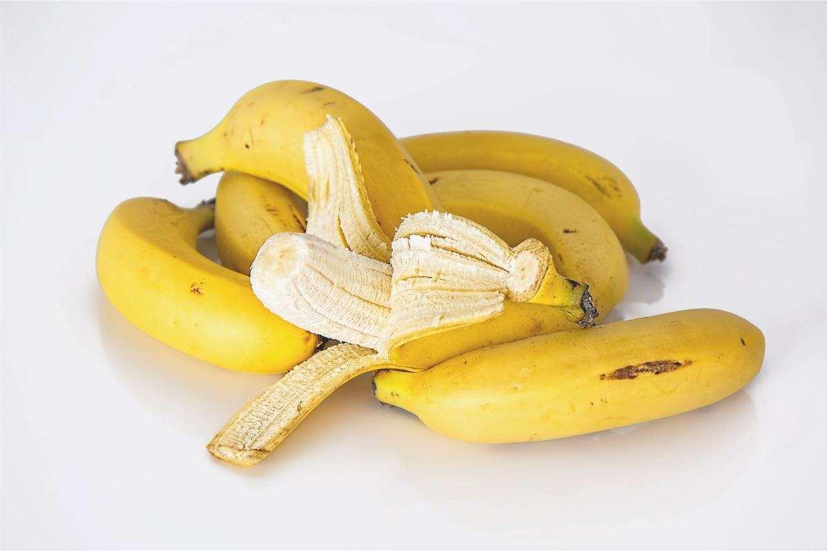 Le banane sono conservate in luoghi asciutti.