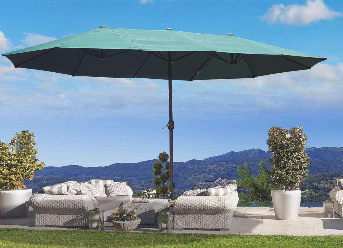 Un ombrello da giardino per proteggerci dal sole